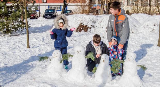 loznica-sneg-obradovao-najmladje-sugradjane