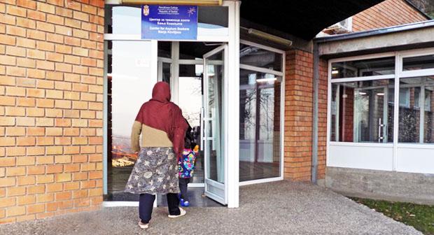 CENTAR ZA TRAŽIOCE AZILA U BANJI KOVILJAČI: Predstavnici Komeserijata za izbeglice i migracije u poseti